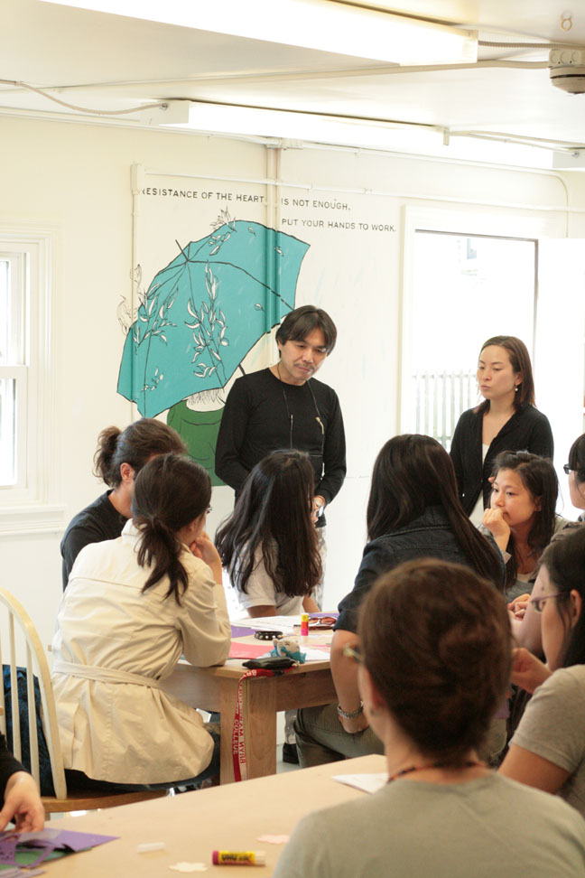 shu kubo talking with students